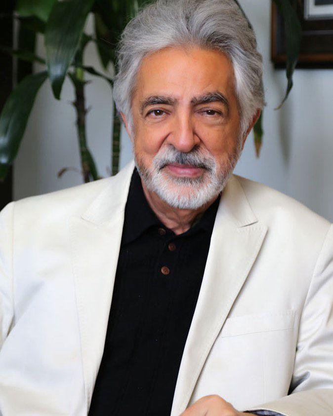 Joe Mantegna a sus 73 años.