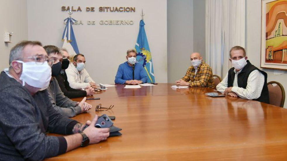 Arcioni dialogó con intendentes por apertura comercial que comenzará mañana
