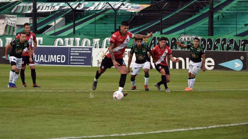 Deportivo Maipú derrotó 2-1 a Nueva Chicago en Mataderos