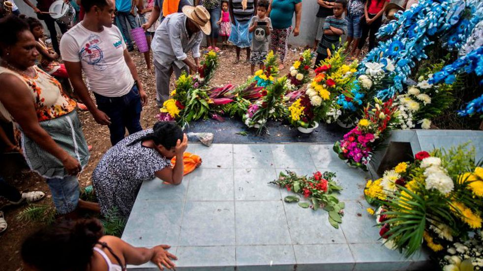 Members of the Afro-Mexican community attend a funeral at El Pitayo community in Cuajinicuilapa, Guerrero state, Mexico, on September 10, 2020, amid the COVID-19 coronavirus pandemic. - Although there are 1,5 million African descendants in a country of 128 million inhabitants, it is normal to hear that \