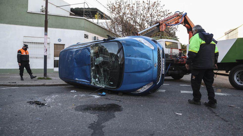 Tres personas resultaron heridas por un increíble accidente de tránsito en Rosario