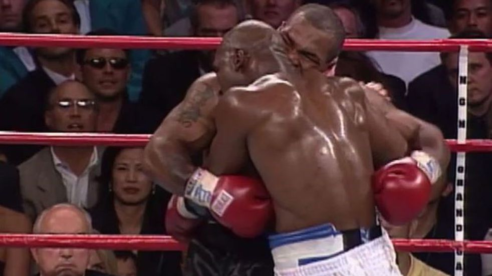 Evander Holyfield anunció su vuelta al boxeo de forma benéfica y le piden que enfrente a Mike Tyson