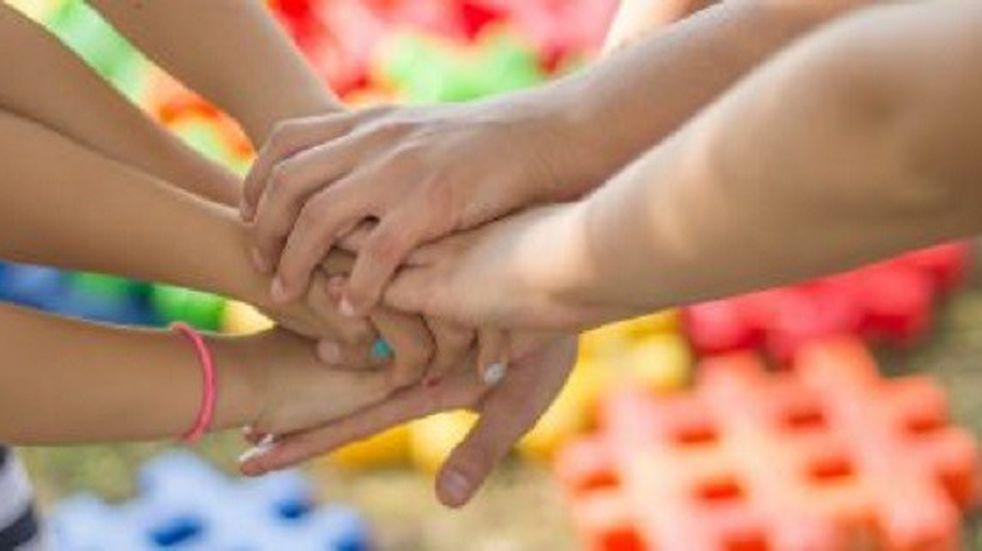 Un matrimonio adoptó a seis hermanitos en un hogar de niños de Eldorado