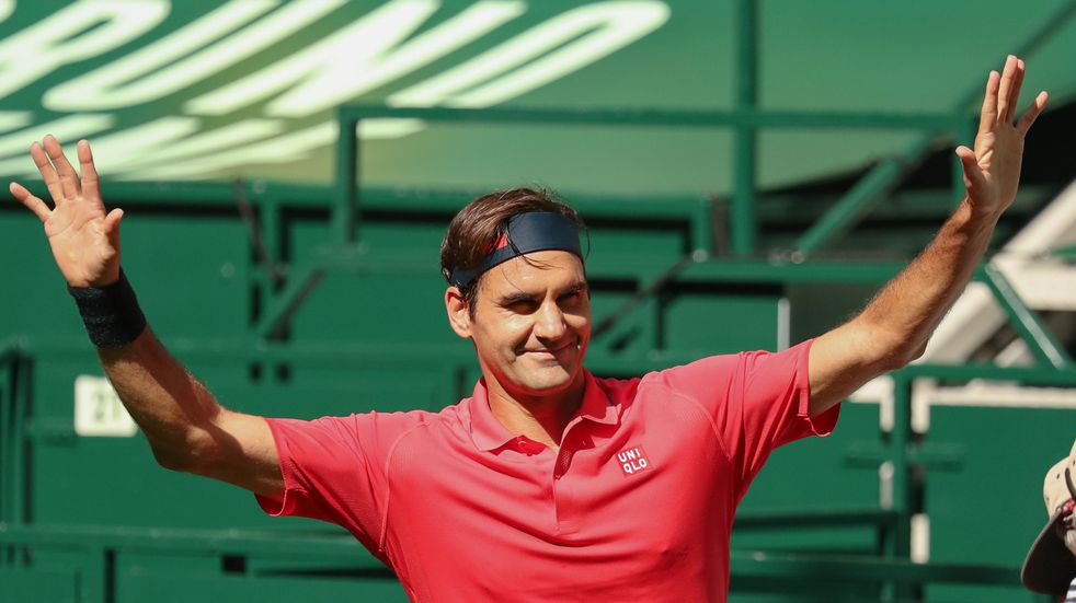 Roger Federer arrancó la temporada en césped con un triunfo