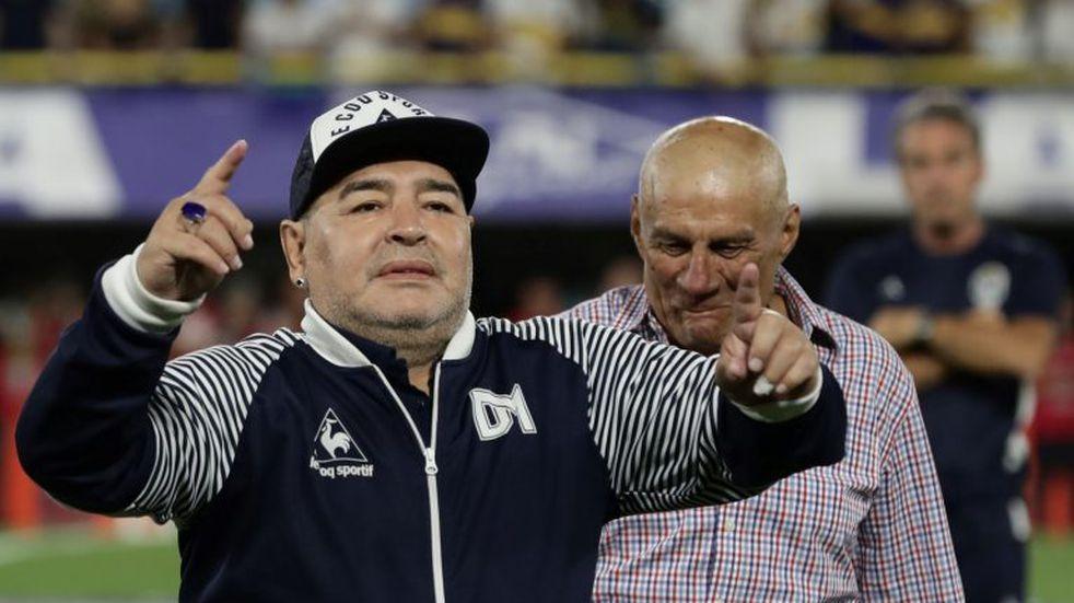 """La vida de Diego Maradona en aislamiento por coronavirus: """"Entiende la importancia de quedarse en la casa"""""""