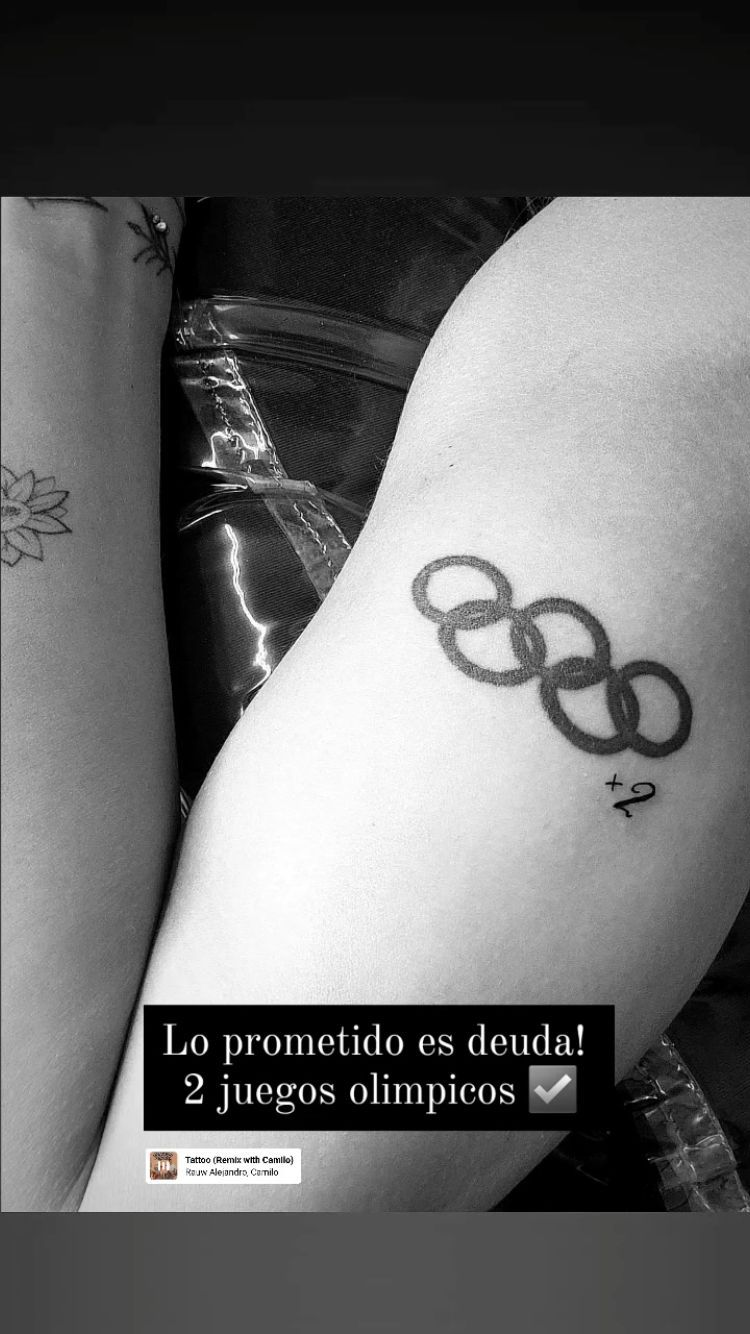 Lazcano mostró el nuevo detalle de su tatuaje de los aros olímpicos.
