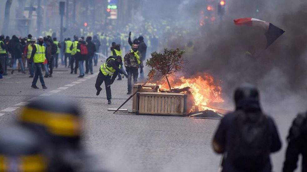 Putin avisó que no permitirá en Rusia disturbios como los de París