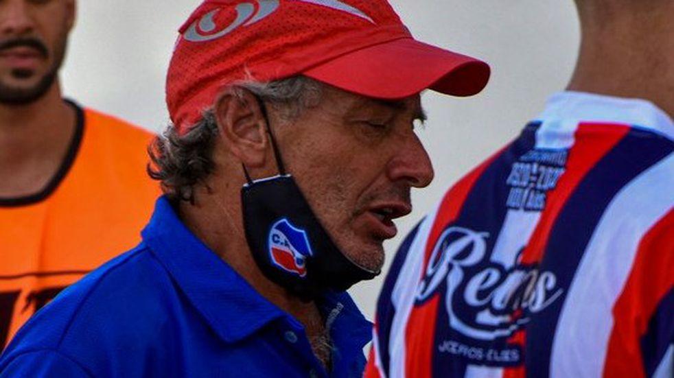Beto Gómez dejó de ser el técnico de Rosario
