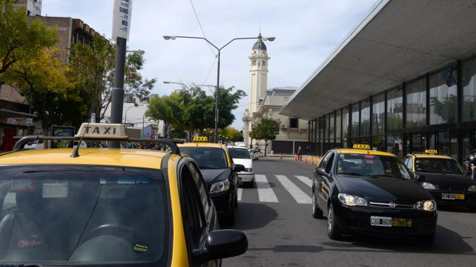 El Concejo pide instalar cámaras en la zona de la Terminal de Ómnibus para vigilar a taxistas