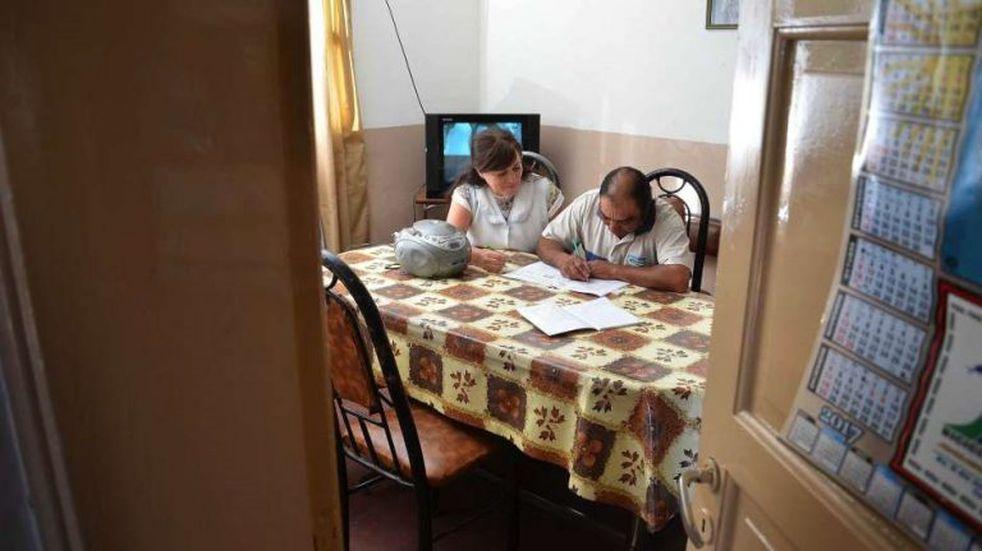 Invitan a los vecinos a sumarse como voluntarios para enseñar a leer y escribir