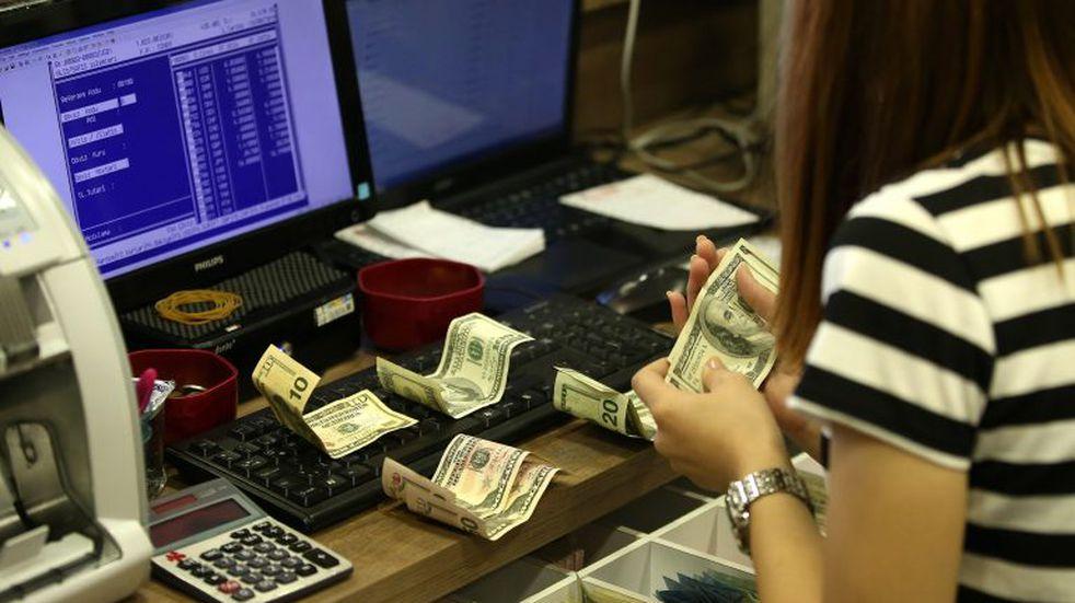 El dólar volvió a bajar y en algunos bancos ya se vende a $42,90
