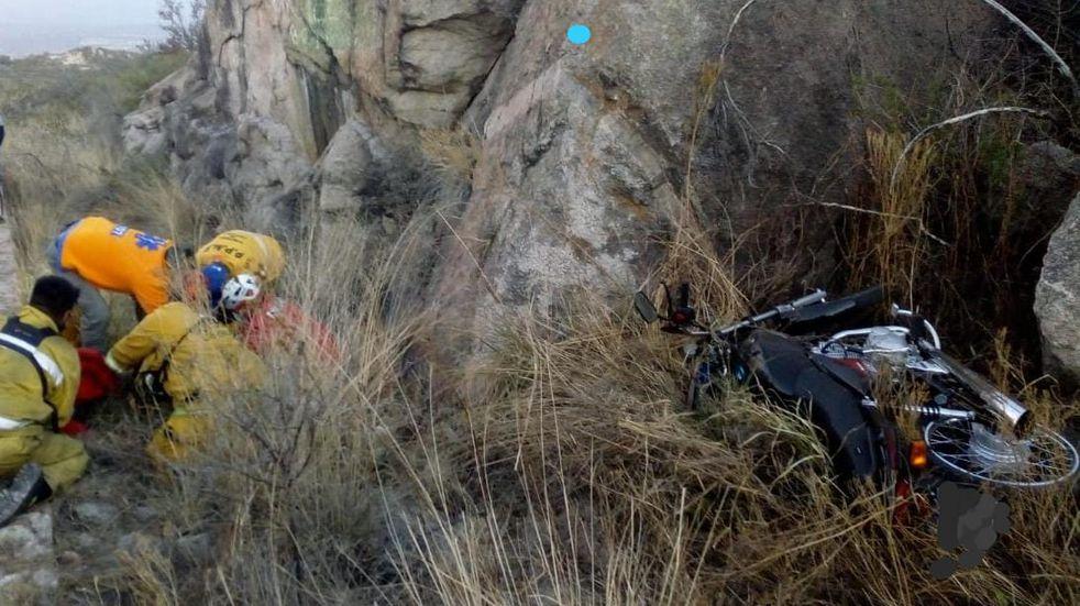 Fuertes lesiones de un motociclista en un accidente sobre la Cuesta del Cura