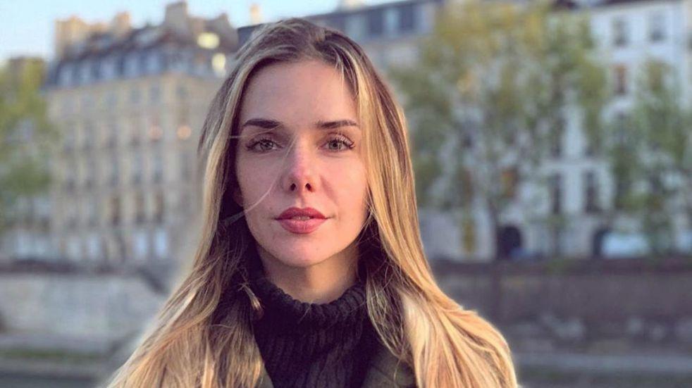 Julieta Nair Calvo posó en top, minishort y medias de red y conquistó Instagram