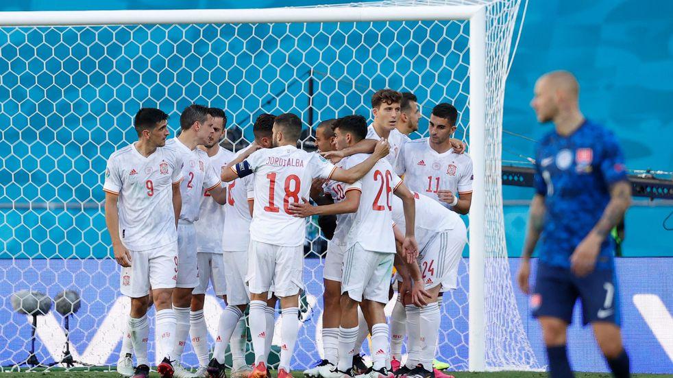 España venció 5-0 a Eslovaquia con dos goles en contra y se clasificó a octavos de final de la Eurocopa
