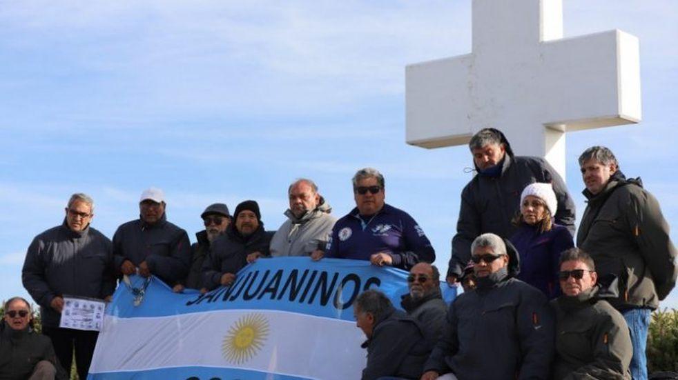 Llegó a Córdoba el avión con los excombatientes sanjuaninos que visitaron las islas