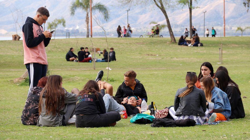 dia del estudiante en Carlos Paz  primavera 21 de septiembre festejo juntada jovenes estudiantes chicos chicas foto yanina aguirre