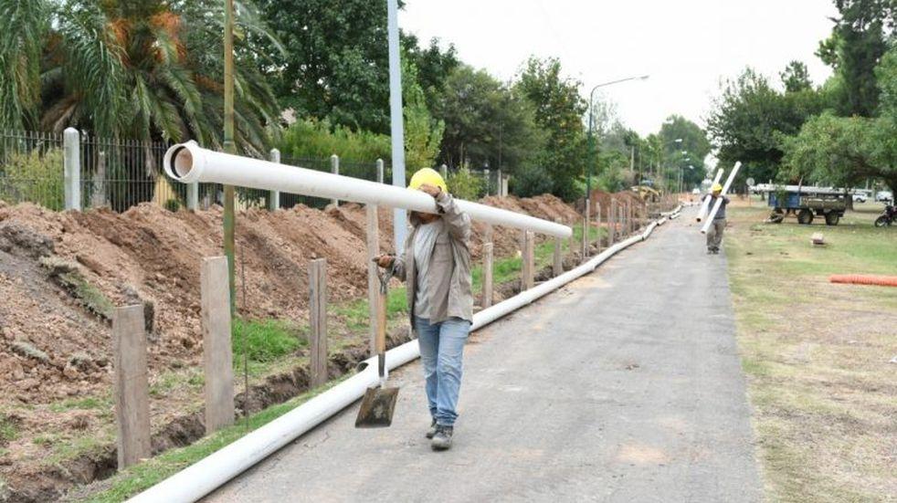 Tiene un avance del 60% la obra de cloacas y pavimento de los barrios Villa Aero Club y Los Álamos