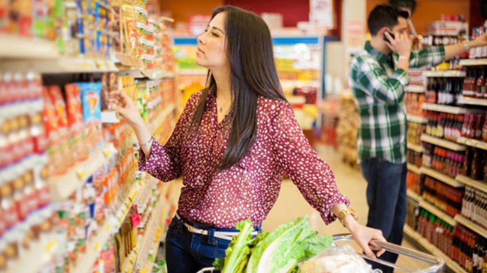 Supermercado invita a los solteros a comprar los viernes a la noche para encontrar pareja