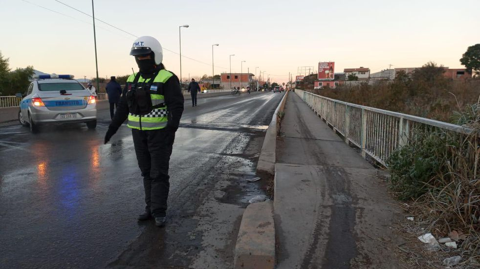 Más de 30 salteños patinaron con sus motos en un puente congelado