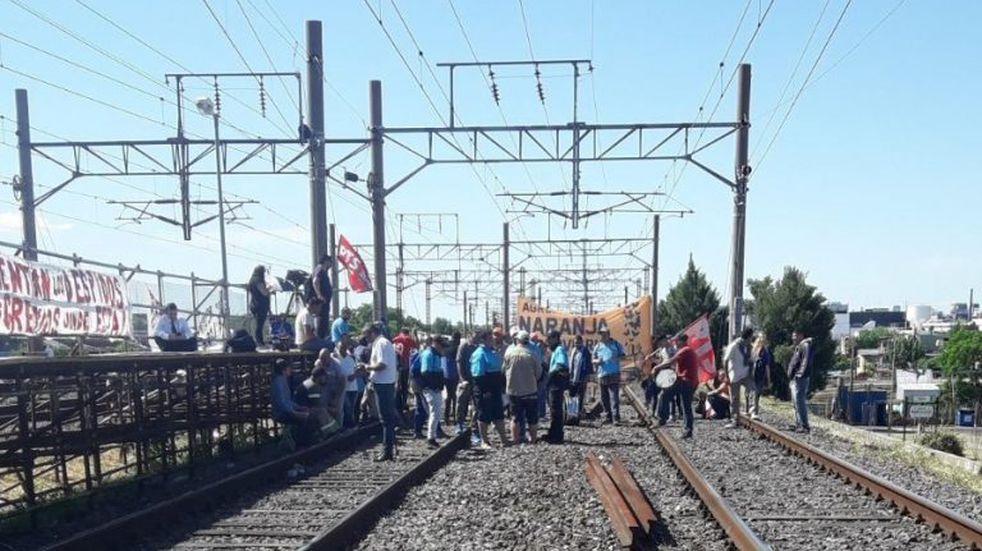 Luego de más de tres horas de conflicto, levantaron el paro en el Tren Roca