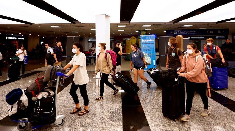 Vuelos: casi 11.000 residentes volvieron al país en la primera semana de restricciones
