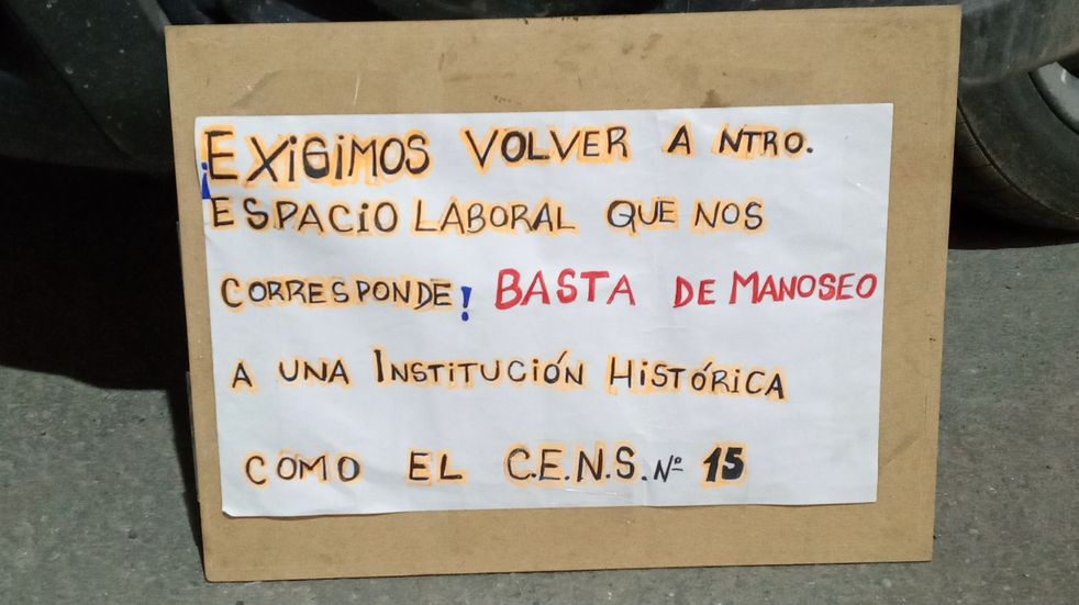 Ushuaia: insólita manifestación del CENS 15 a la espera de una respuesta