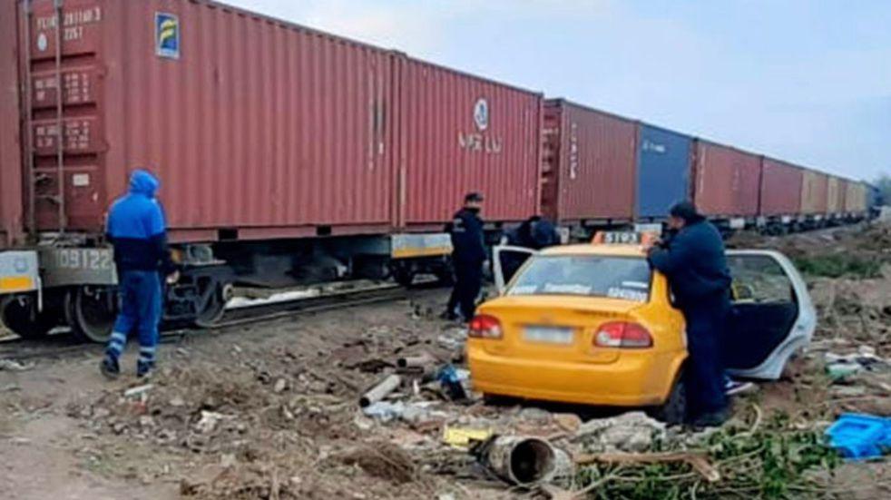 Accidente en Córdoba: taxi es arrollado por un tren