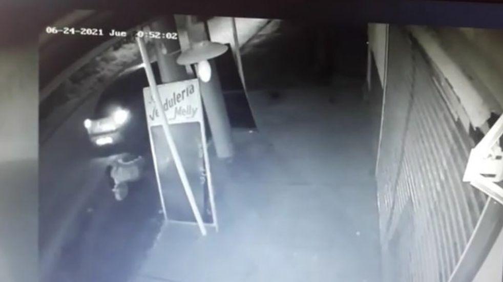 Una joven de La Plata se arrojó de un auto en el que la llevaban secuestrada dos hombres