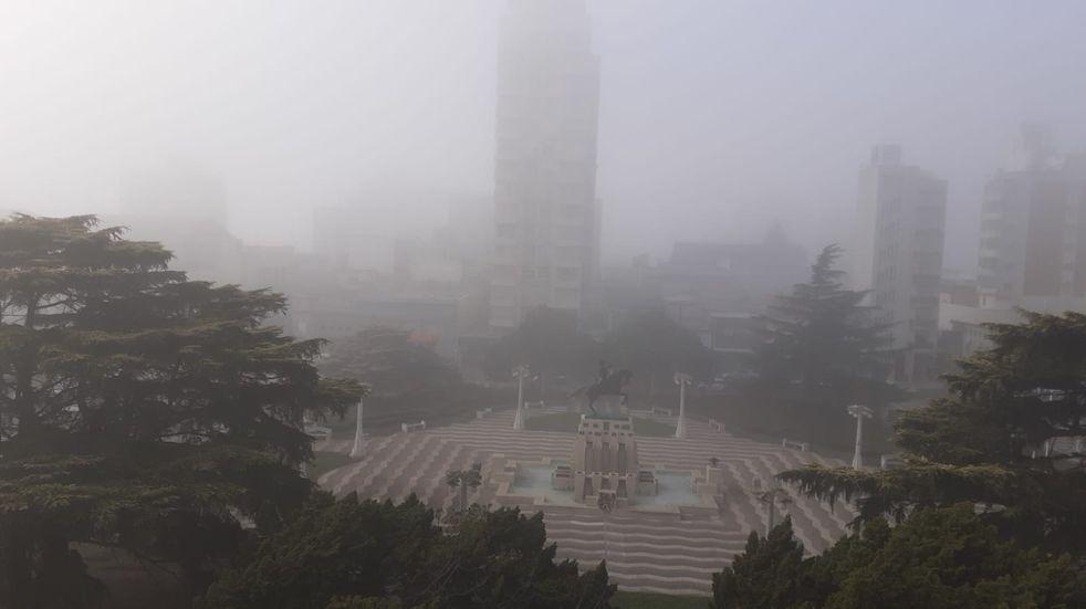 Azul amaneció con una densa niebla