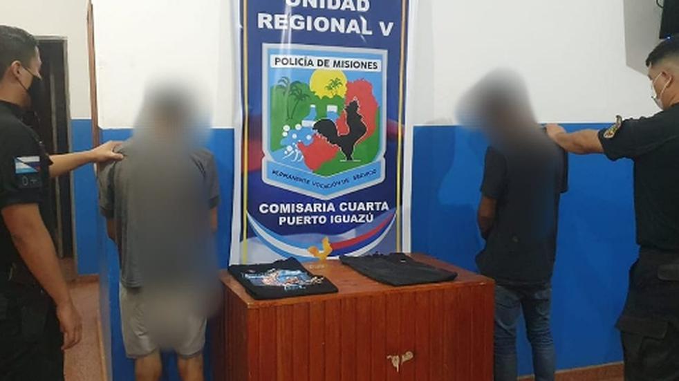 Dos jóvenes fueron detenidos tras robar y comercializar prendas de vestir