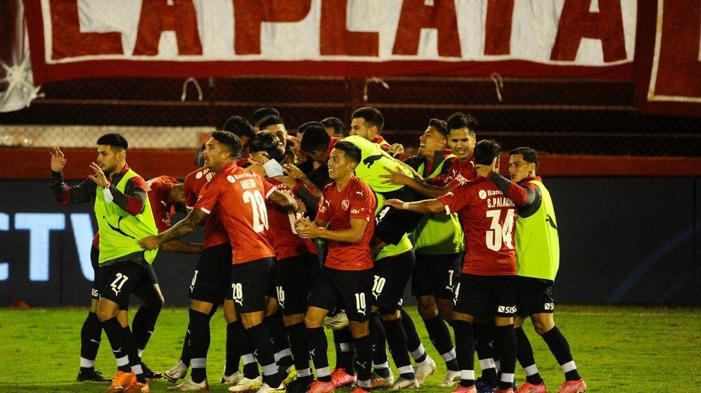 Con un golazo del puntaltense Domingo Blanco Independiente aseguró su clasificación