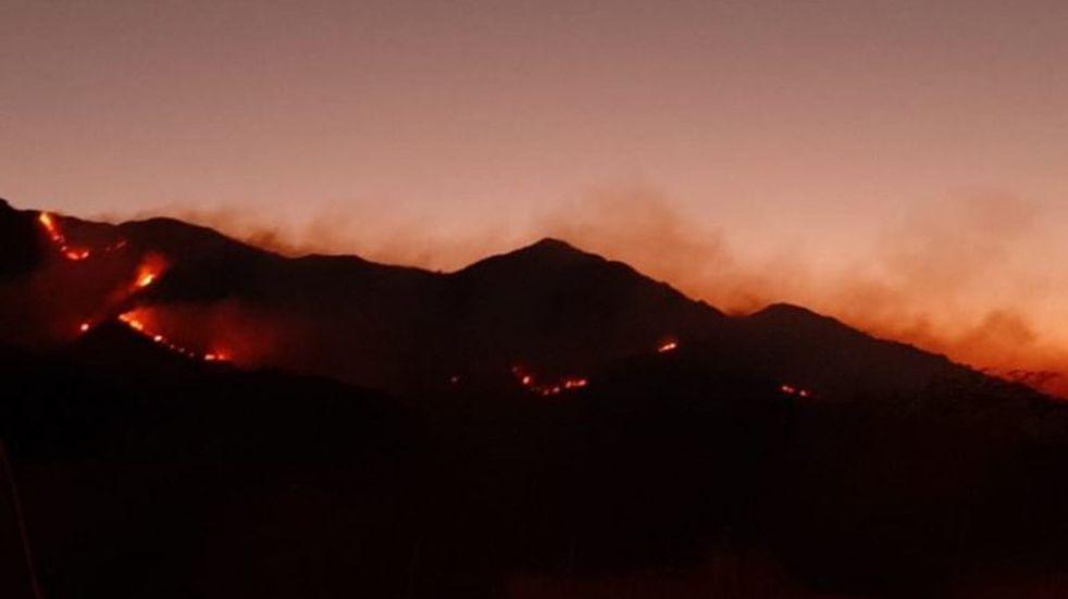 El fuego avanza sobre las sierras de San Luis