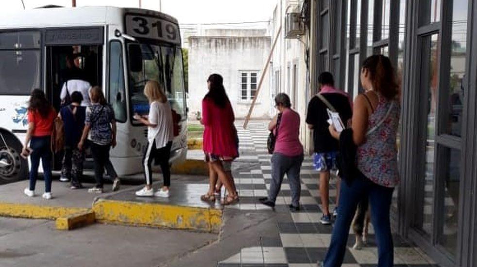 Línea 319: vecinos de Villa Arias solicitaron el ingreso de las unidades a la localidad