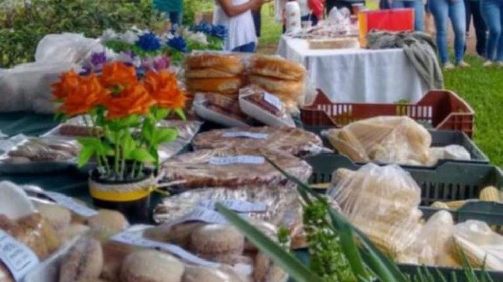Feriantes de Campo Ramón expusieron sus productos