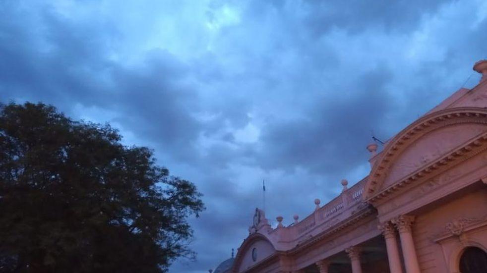 Mañana calurosa con altas probabilidades de lluvias