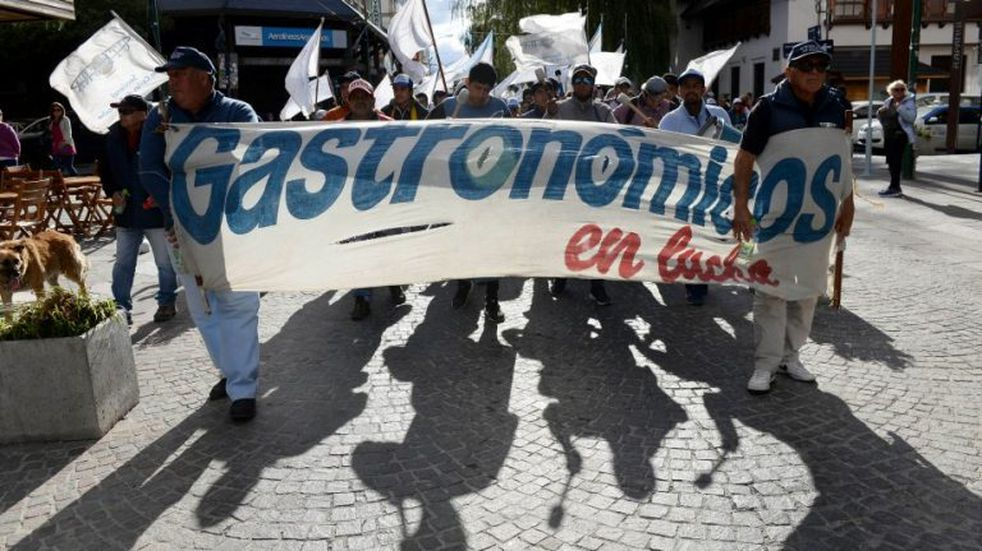 Gastronómicos de Bariloche realizarán movilizaciones el 20 y 21 de mayo