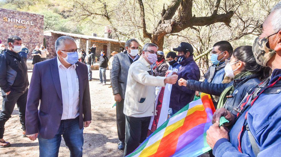 El gobernador Jalil se reunió con caciques de las comunidades originarias del Oeste