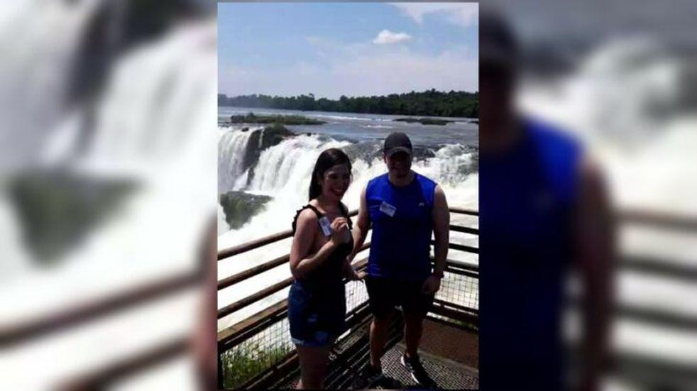 Le propuso casamiento en las Cataratas del Iguazú en su primer día de reapertura al turismo nacional