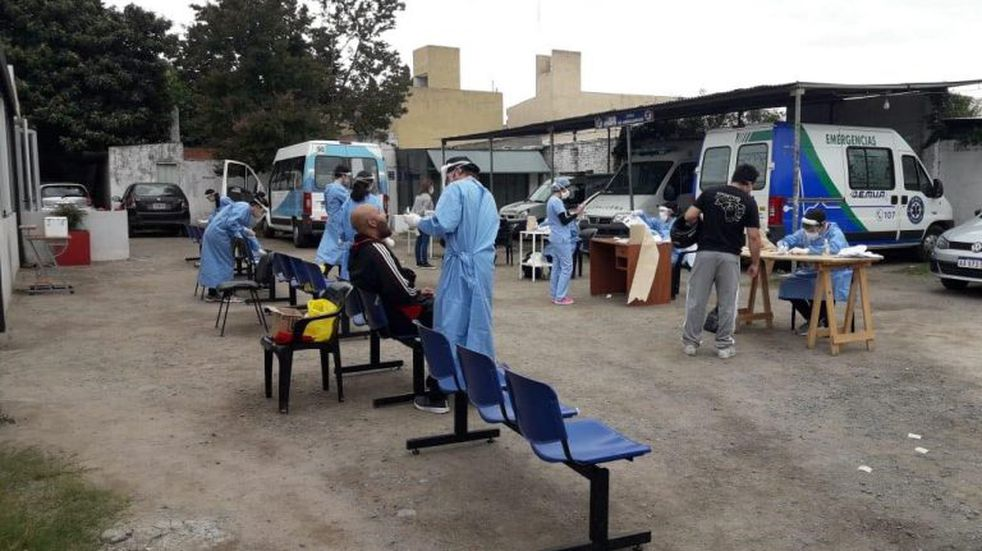 Operativos de hisopado para todo el personal de salud de Sierras Chicas