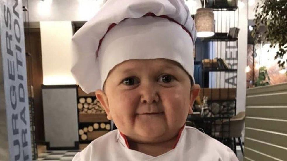 Quién es Hasbullah Magomedov, el tiktoker de 18 años que parece un niño y logró afrontar su trastorno genético a través del humor