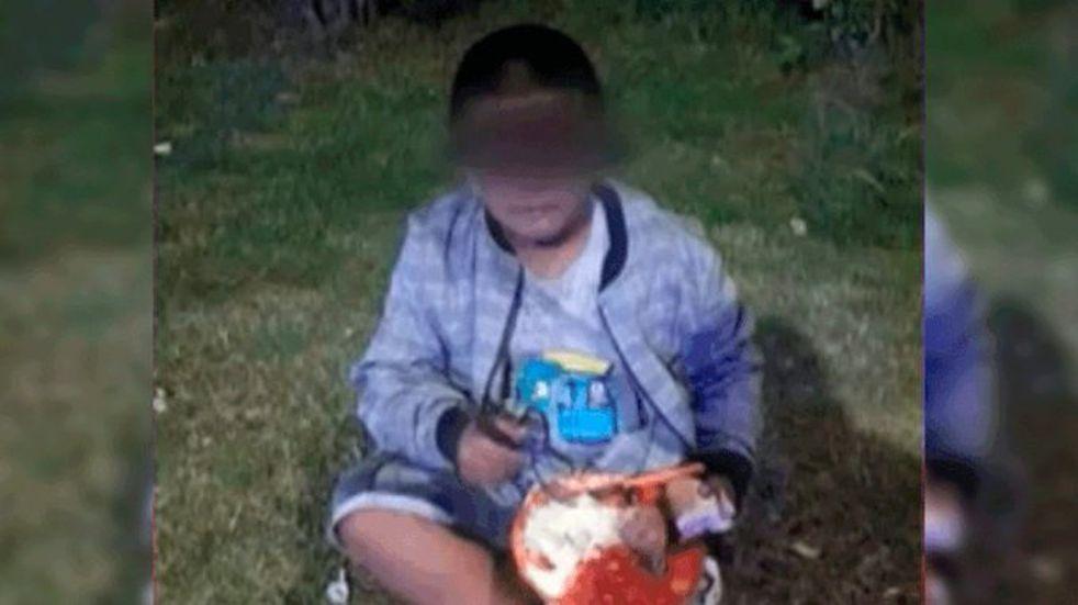 Grand Bourg: abandonaron a un nene en una plaza porque no podían mantenerlo