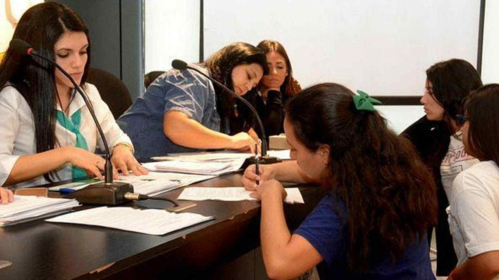 Incentivan a las empresas a tomar jóvenes de 18 a 24 años. Imagen ilustrativa. (Foto La Voz / Archivo).
