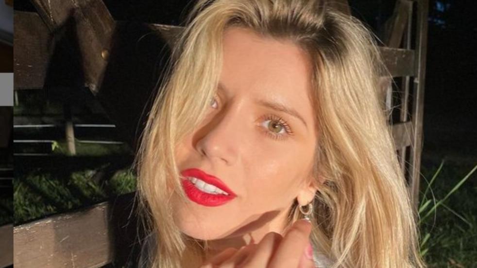 """Laurita Fernández se mostró en ropa interior desde su cama haciendo """"fiaca"""""""