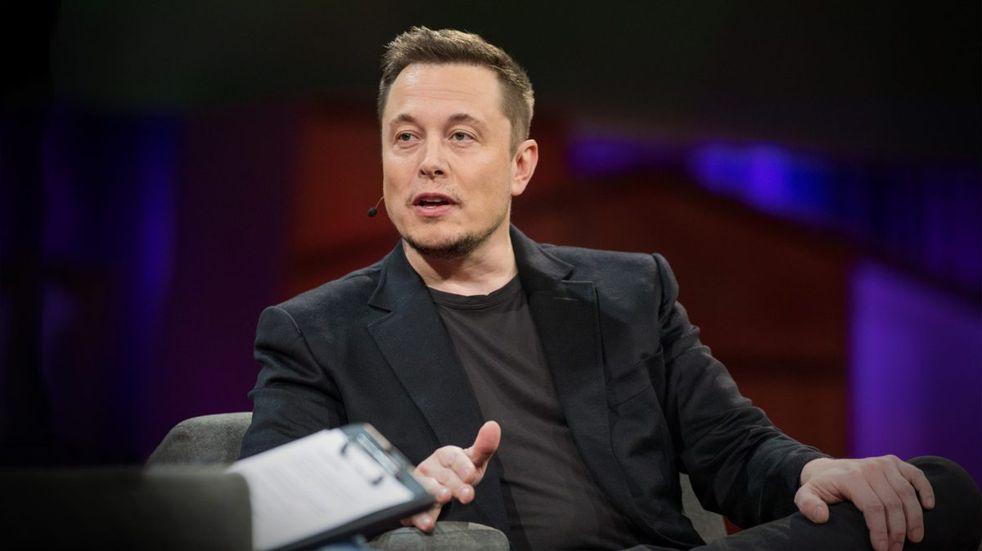 Elon Musk habría pedido el puesto de CEO de Apple a cambio de vender Tesla