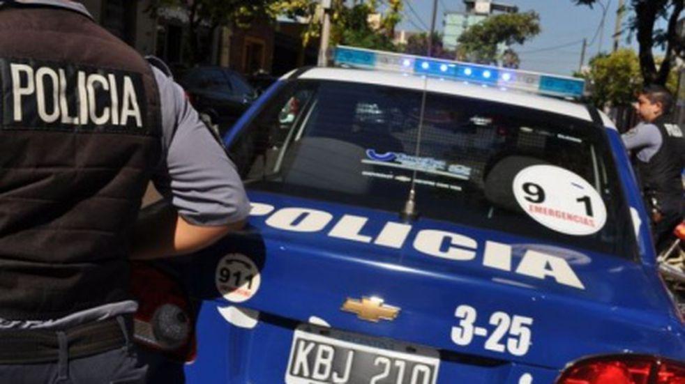 Los encerraron en una habitación y le robaron más de cuatro millones de pesos a punta de pistola en Dos de Mayo
