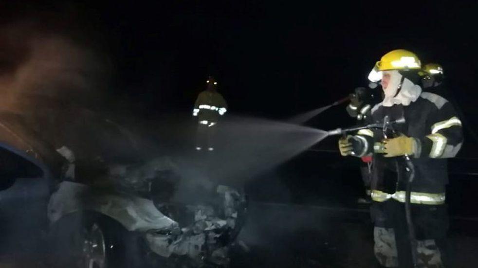 Se incendió un auto que circulaba por la Ruta E-58
