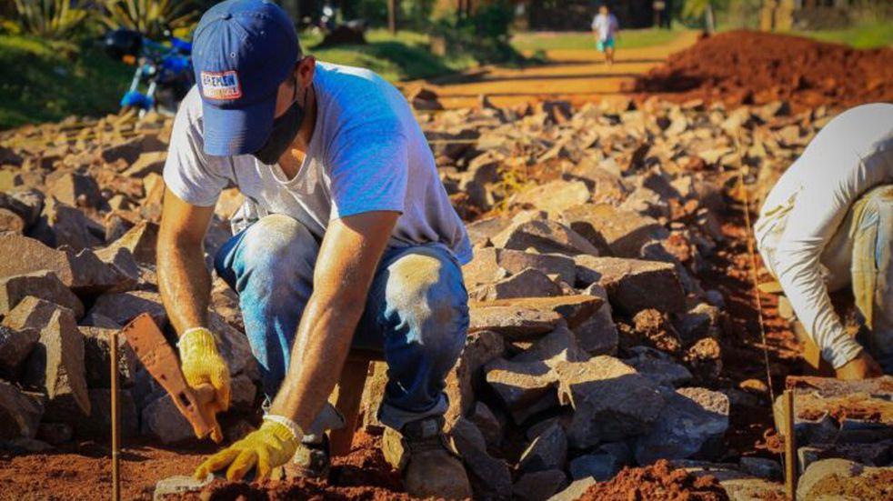 Dirección Provincial de Vialidad se halla ejecutando obras en toda la provincia de Misiones