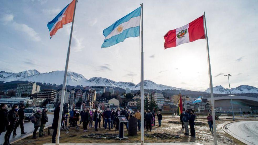 Yutrovic acompañó los actos por el Bicentenario de la Independencia de Perú