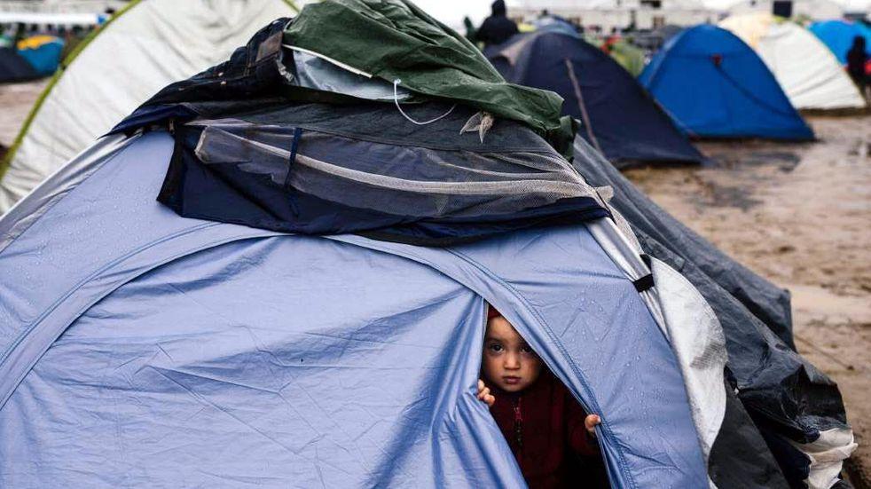 Cientos de personas pasan la noche en carpas y autos por un nuevo sismo en Grecia
