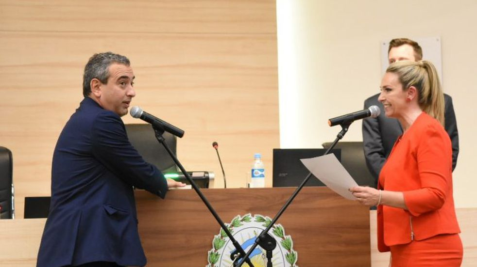 Javkin juró como intendente en un emotivo acto en el Concejo Municipal